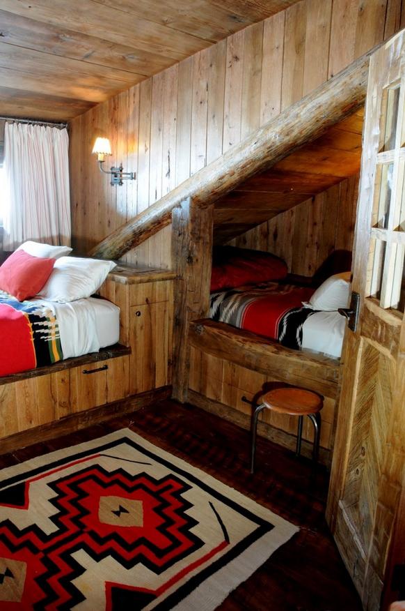 Спальное место на чердаке