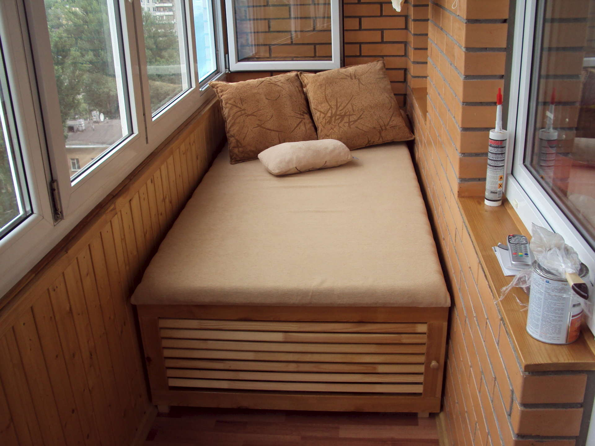 Шкаф-кровать на балконе