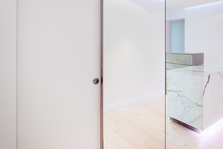Зеркальная перегородка между комнатами