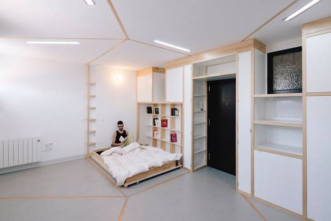 Зона отдыха в квартире с передвижными стенами