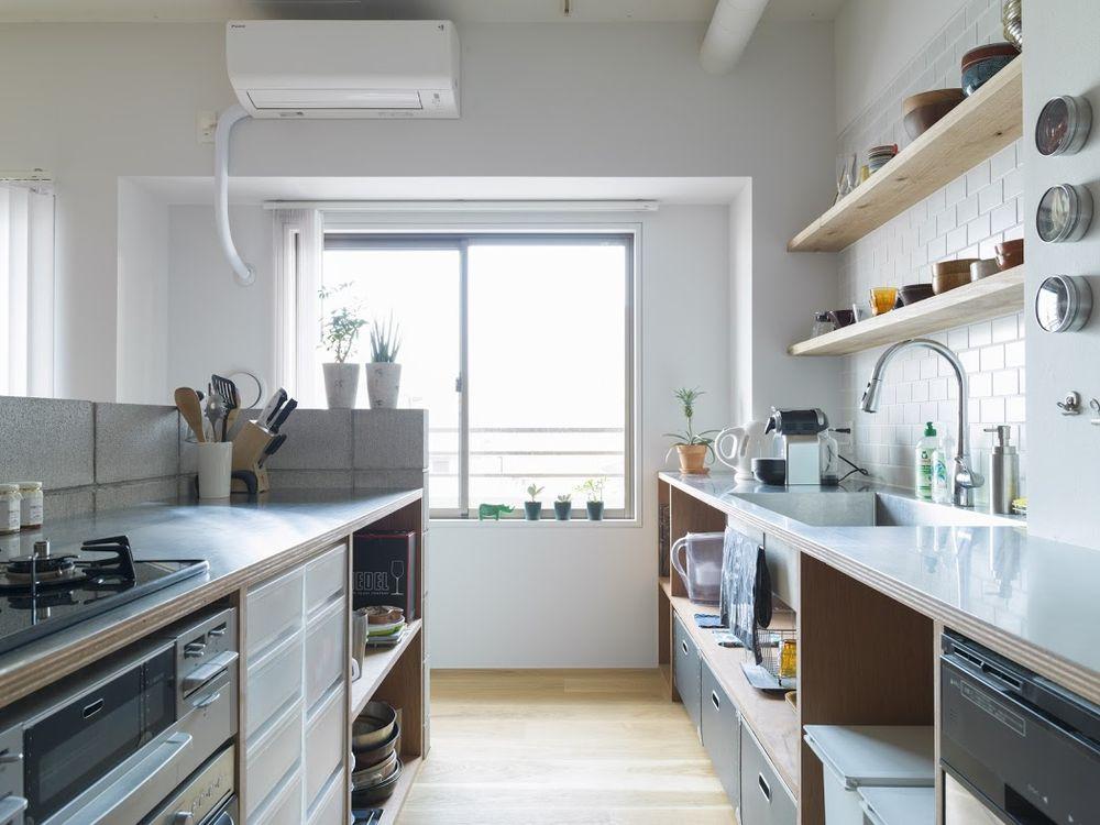 Деревянный полки на кухне