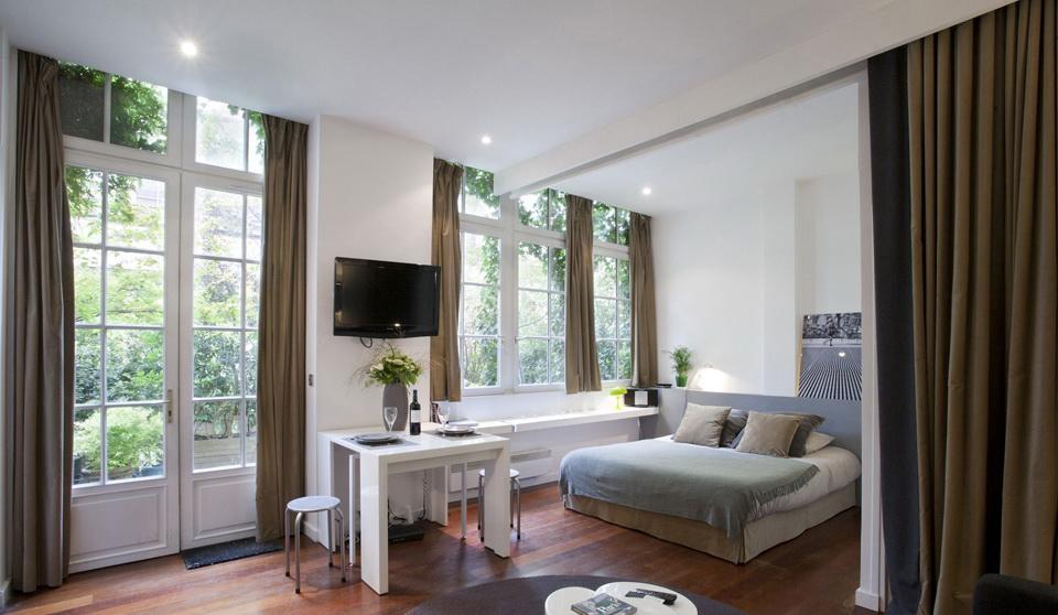 Зонирование с помощью штор квартиры 31 квадратных метра
