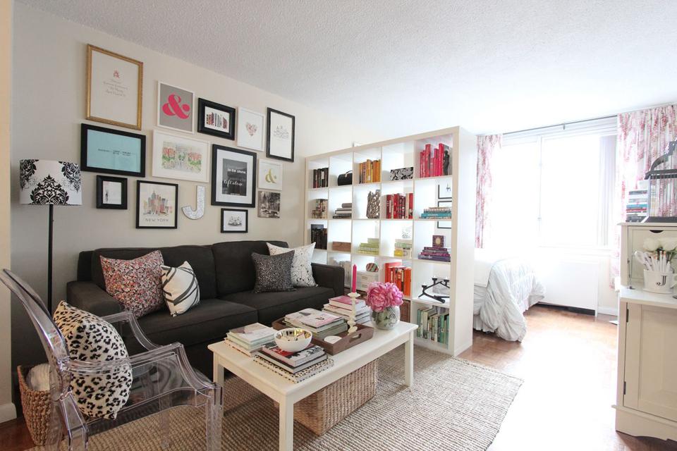 Перегородка из мебели в квартире 37 квадратных метров