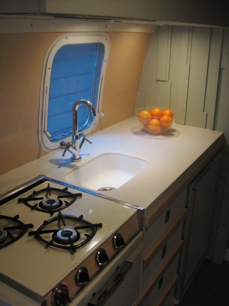 Плита на кухне трейлера «Эйстрим Каравел»