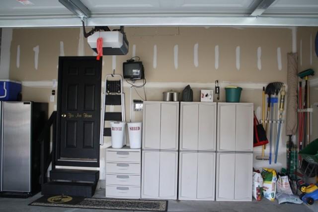 Шкафы и ящики в гараже