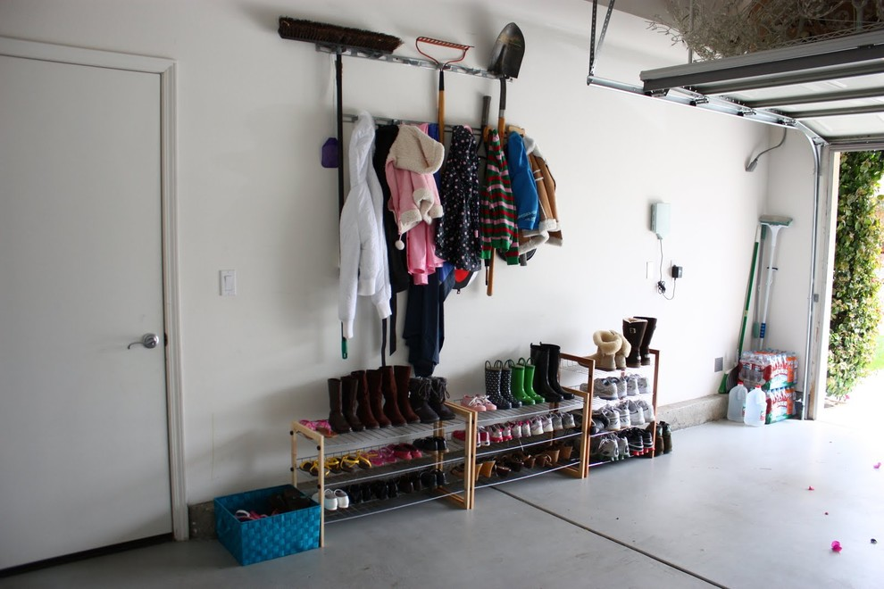 Стеллажи для обуви в гараже