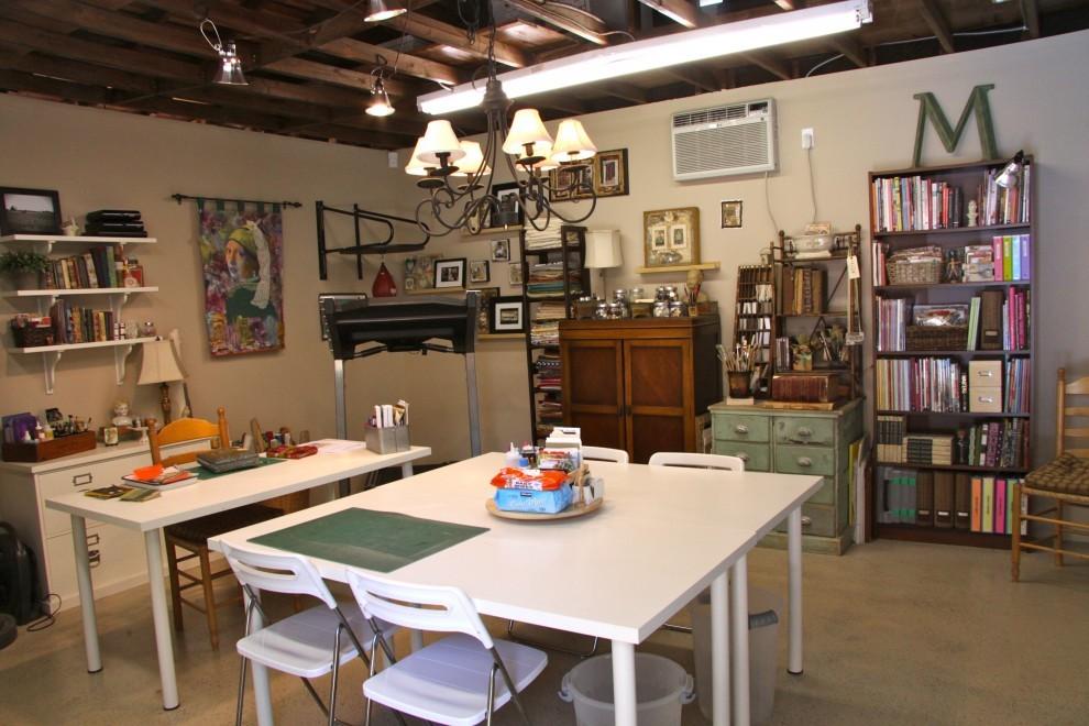 Столовая и мастерская в гараже