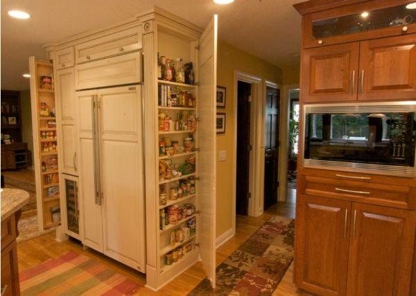 Узкая кладовка на кухне