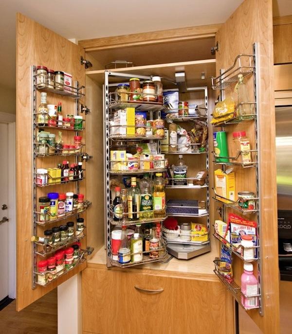 Место для хранения специй на дверцах