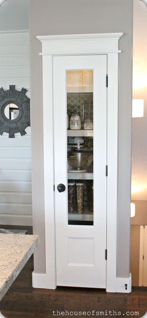 Кладовка со стеклянной дверцей