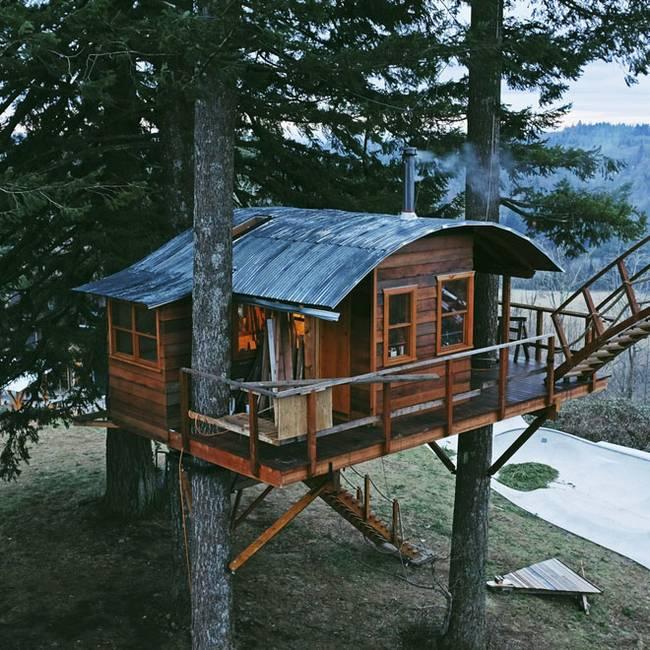 Домик на дереве своими руками с покатой крышей