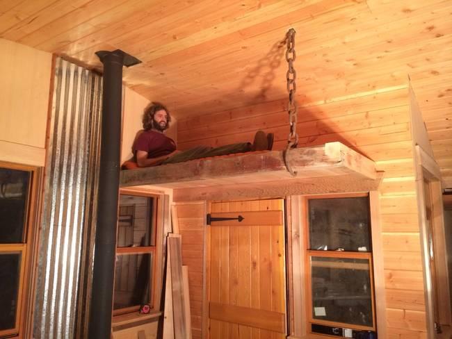 Домик на дереве своими руками: спальное место над дверью