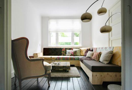 Угловой диван с деревянной основой