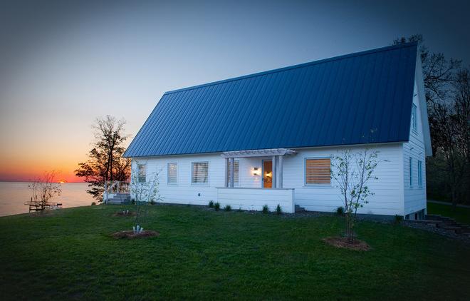 Загородный дом у озера
