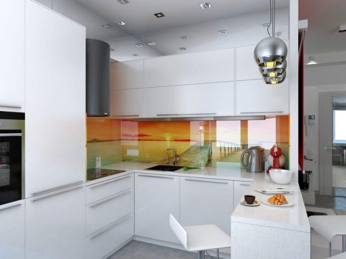 Кухня небольшой квартиры-студии в Киеве
