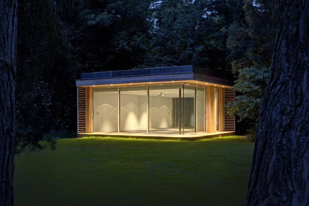 Эко-дом со стеклянными стенами