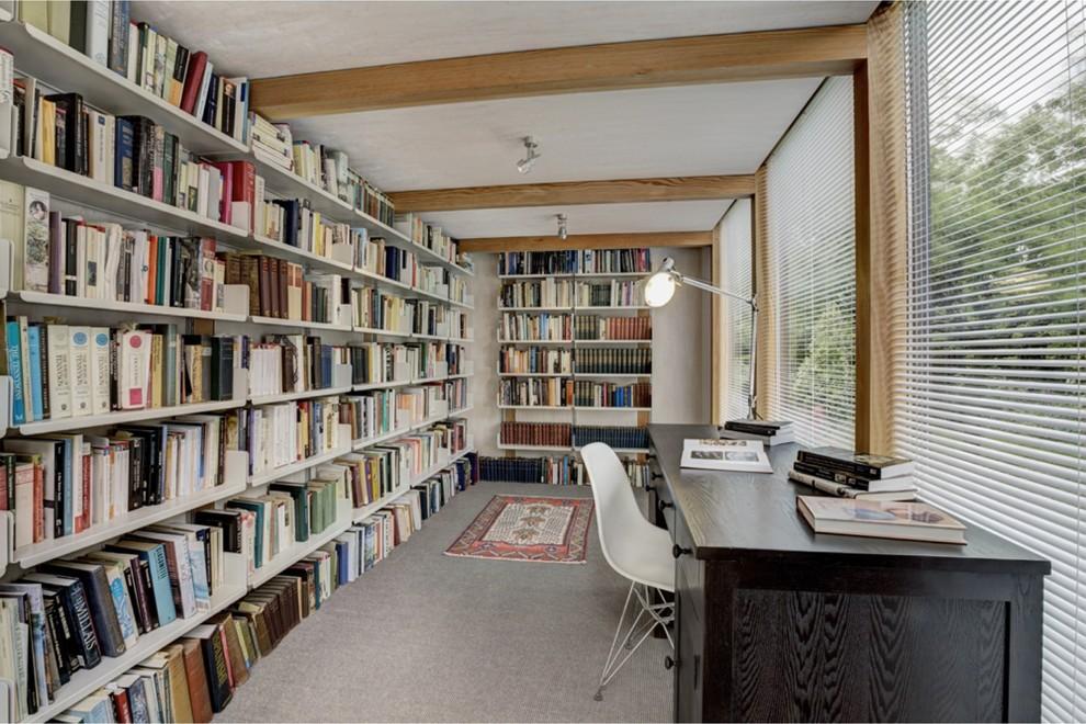 Библиотека в пристройке