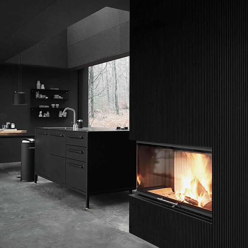 Кухня маленького двухэтажного домика для отпуска Vipp Shelter