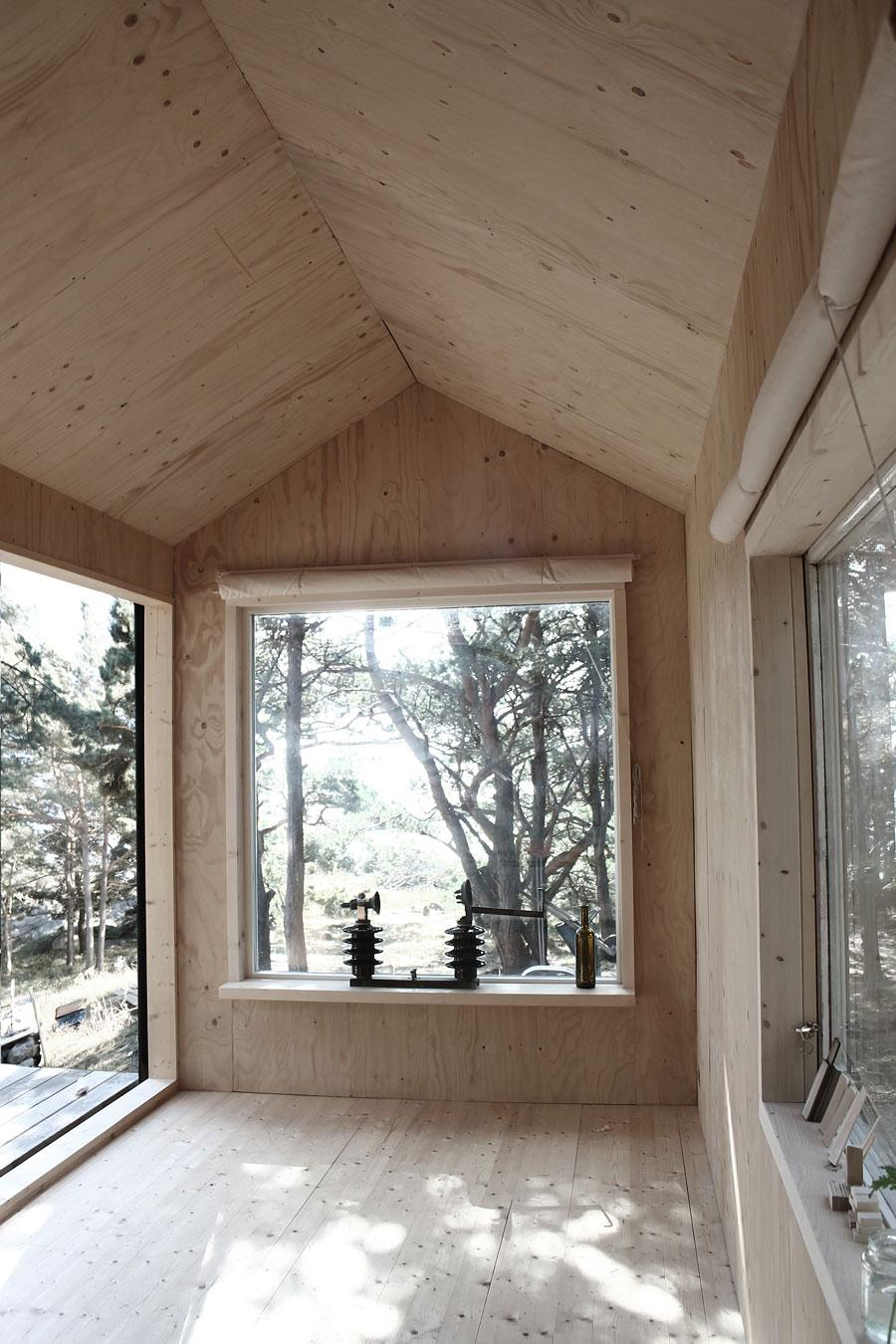 Интерьер мини-дома Ermitage Cabin в Швеции