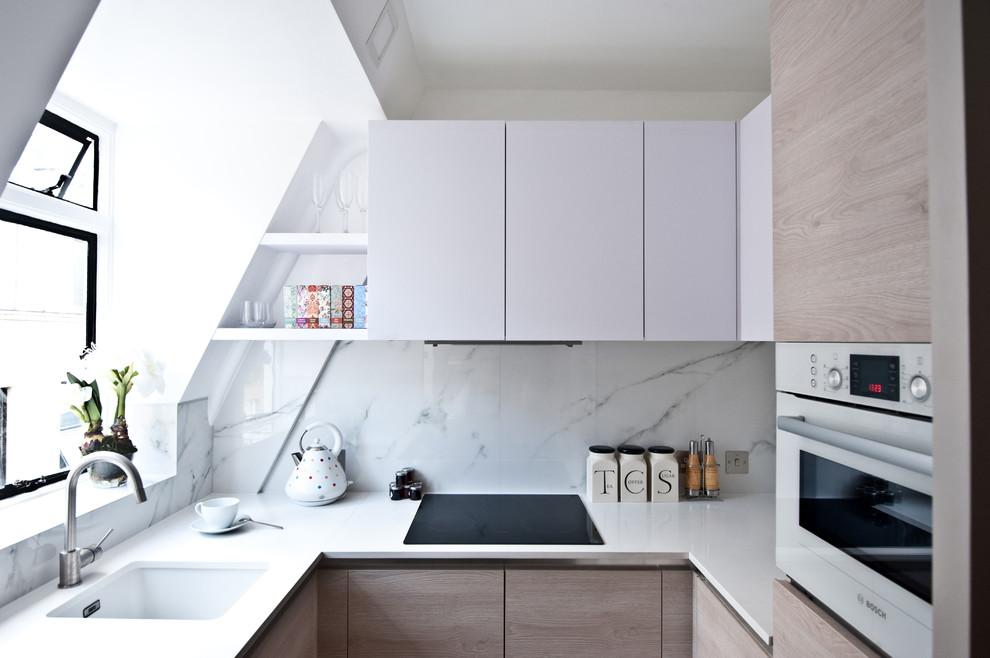 Кухня в мансардном помещении