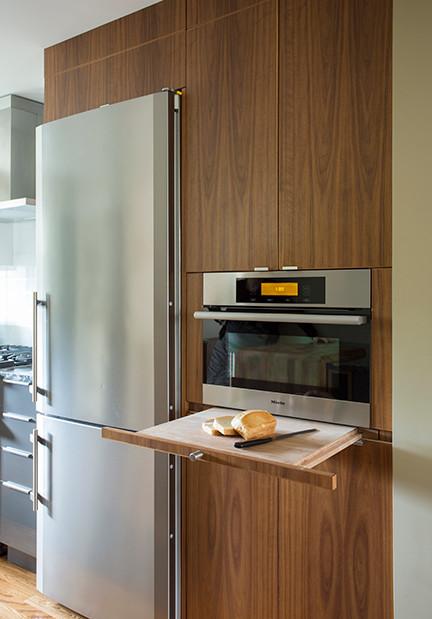 Выдвижной разделочный стол на кухне
