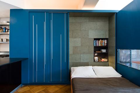 Трансформируемая кровать в маленькой квартире