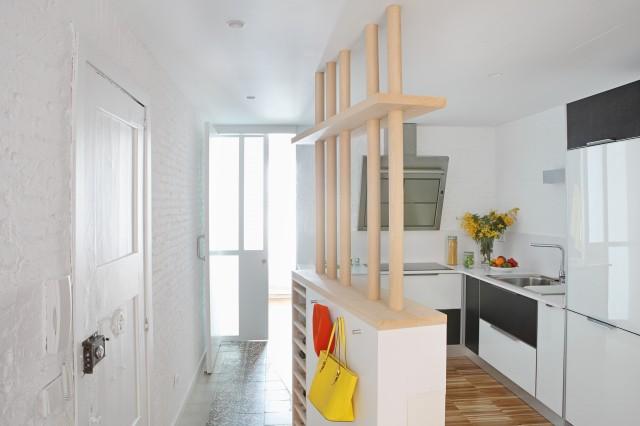 Проект мини квартиры: кухня с барной стойкой