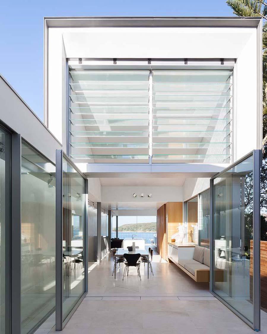 Интерьер узкого двухэтажного дома
