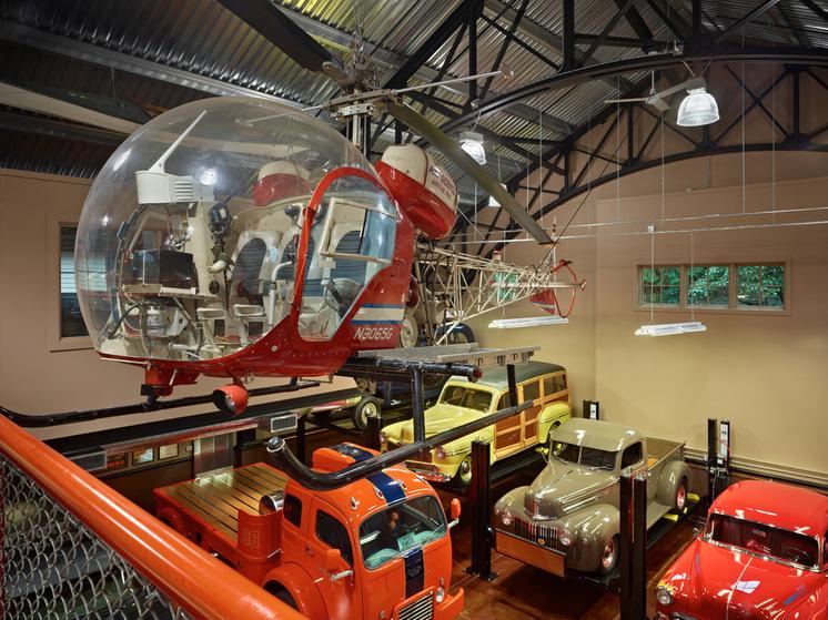 Вертолёт под потолком гаража