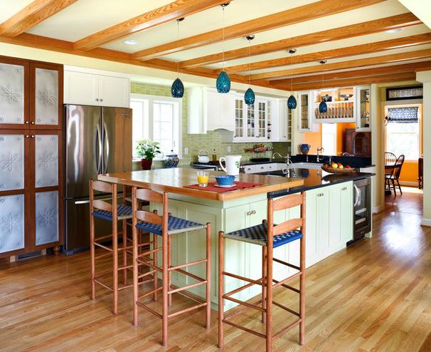 Кухня с островом в гараже