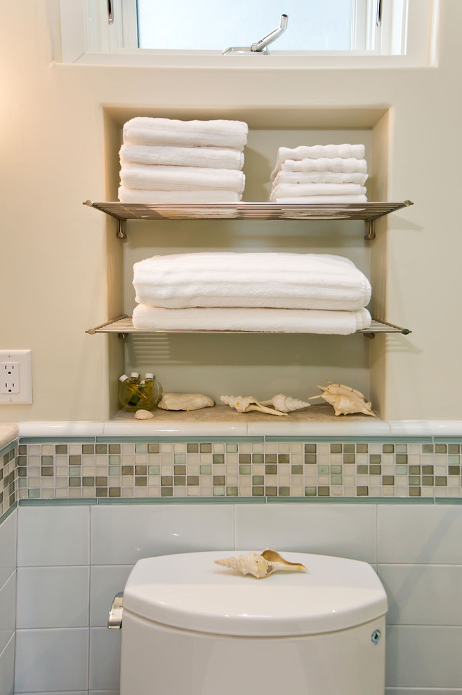 Ниша для хранения полотенец в ванной