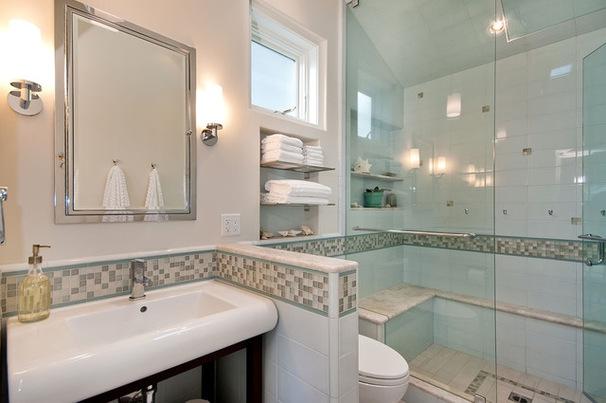Кайма из мозаичной плитки в ванной