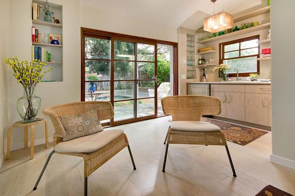 Интерьер гаража со стеклянными дверьми