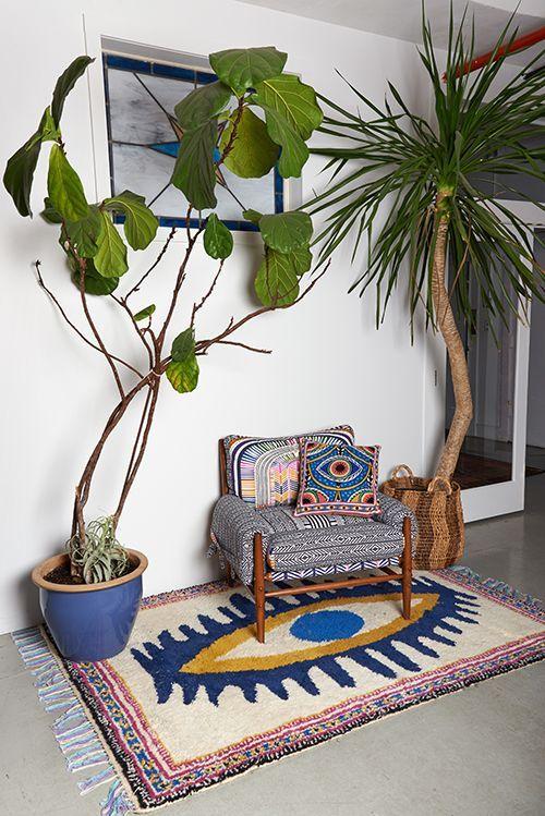 Зона отдыха под тропическими растениями