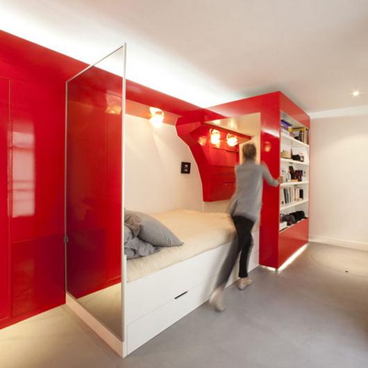 Трансформируемая красно-белая спальня