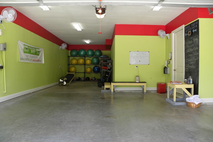 Тренажёрный зал в гараже