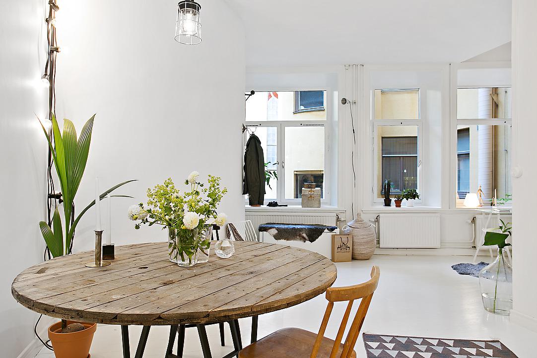 Кухонный гарнитур в белоснежной оттеночной палитре