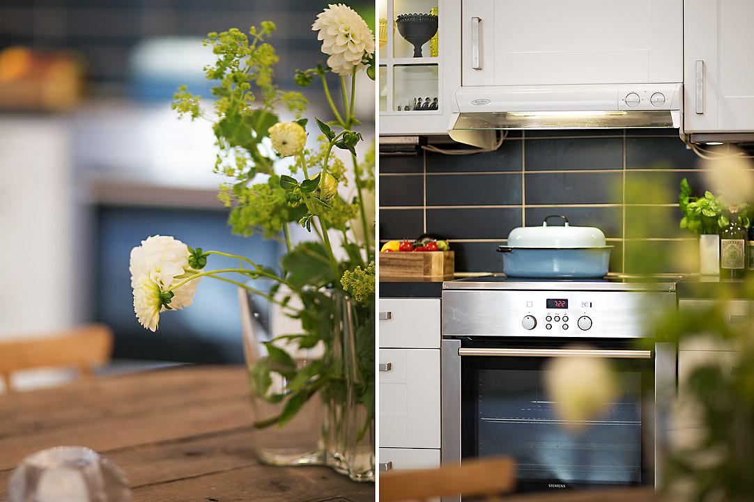 Букет с весенними цветами на столе