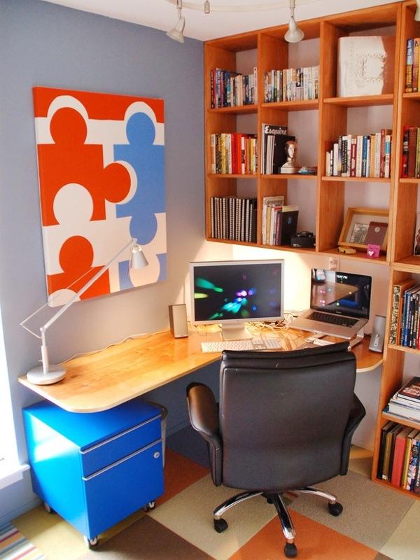 Высокий стеллаж для книг в кабинете