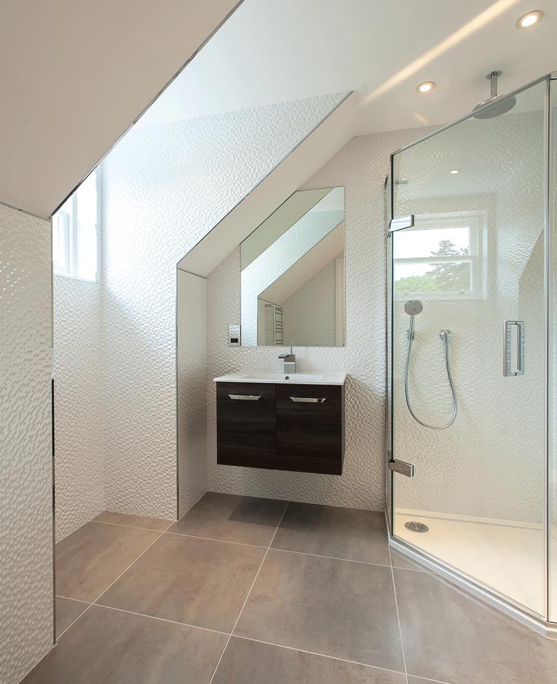 Скошенные углы в ванной комнате