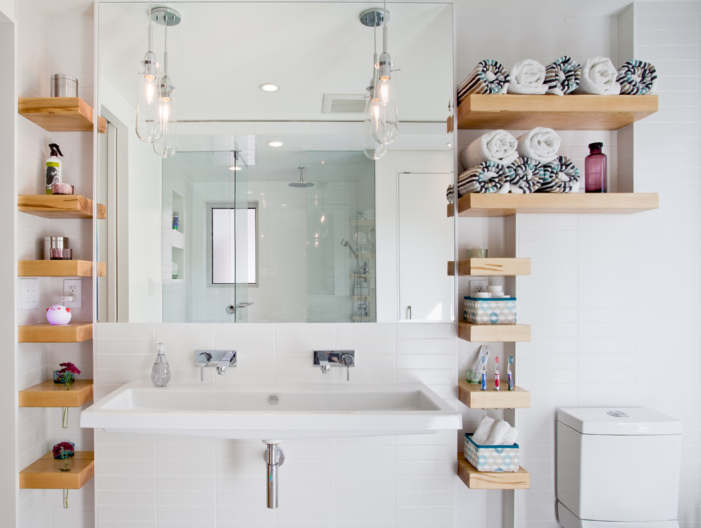 Модульные стеллажи в ванной комнате