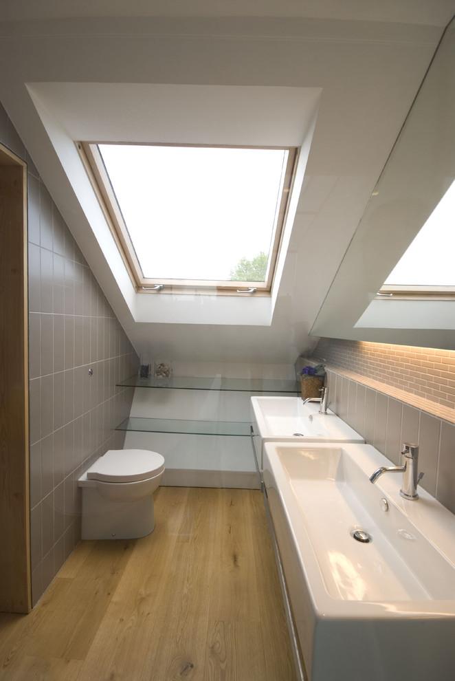 Небольшая ванная в мансардном помещении