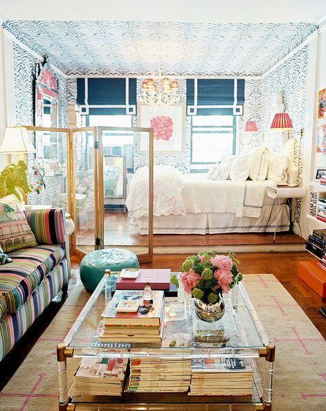 Стеклянная ширма в дизайне интерьера гостиной и спальней