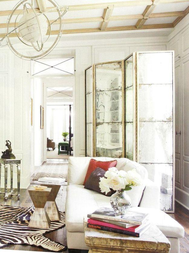 Состаренная ширма ширма в дизайне интерьера гостиной
