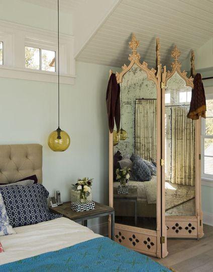 Зеркальная ширма в дизайне интерьера спальни