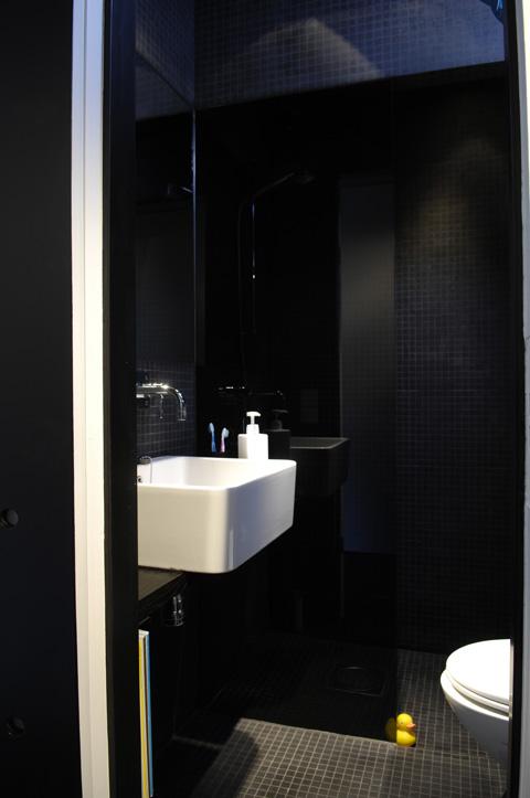 Дизайн интерьера ванной в чёрном цвете