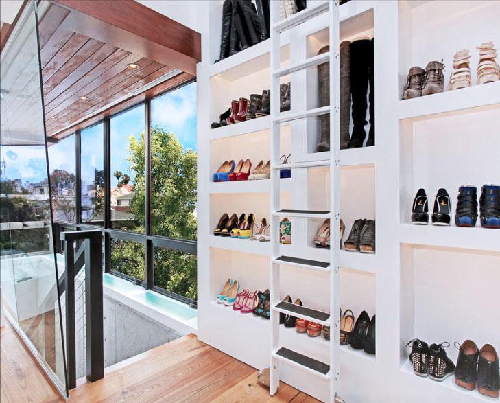 Лестница в системе хранения одежды
