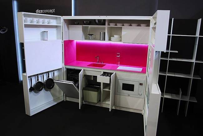 Складная кухня в доме в открытом виде