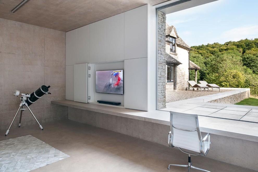 Встроенный телевизор в кабинете