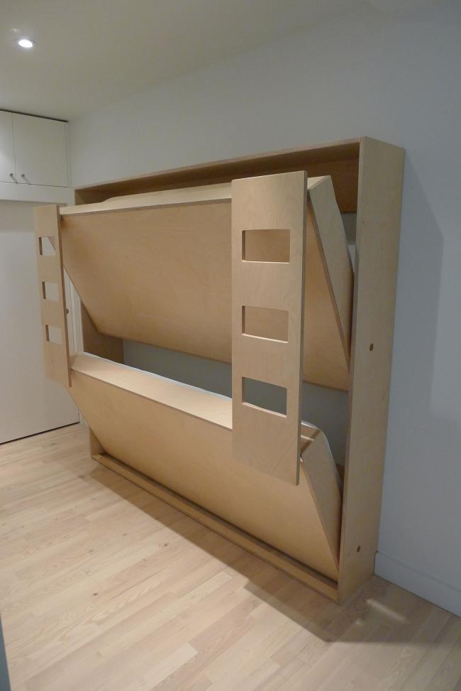Складная кровать в детской